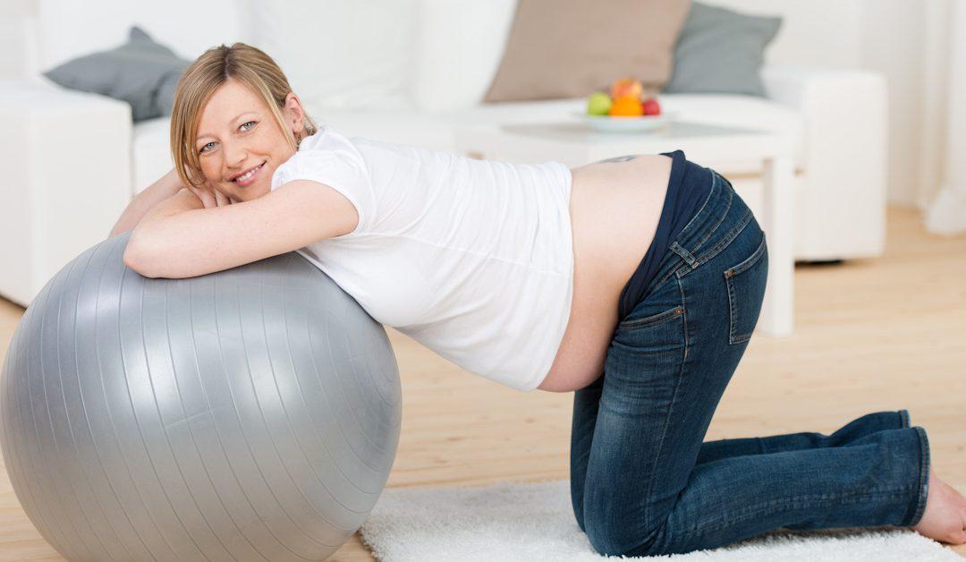 Lisää kehollista tasapainoa – kolme liikettä raskauteen ja synnytykseen